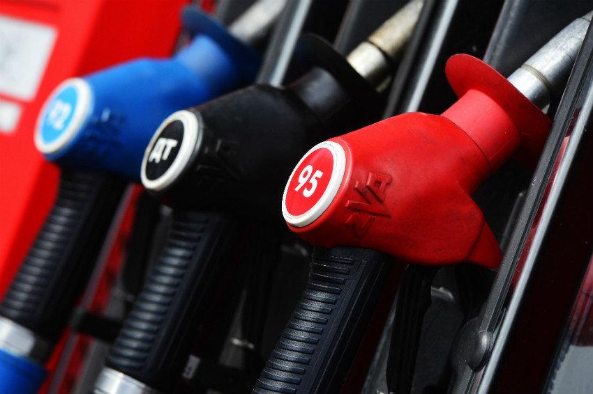 Сколько будет стоить бензин? исчерпывающий план руководства по изменению цен всторону снижения на горючее