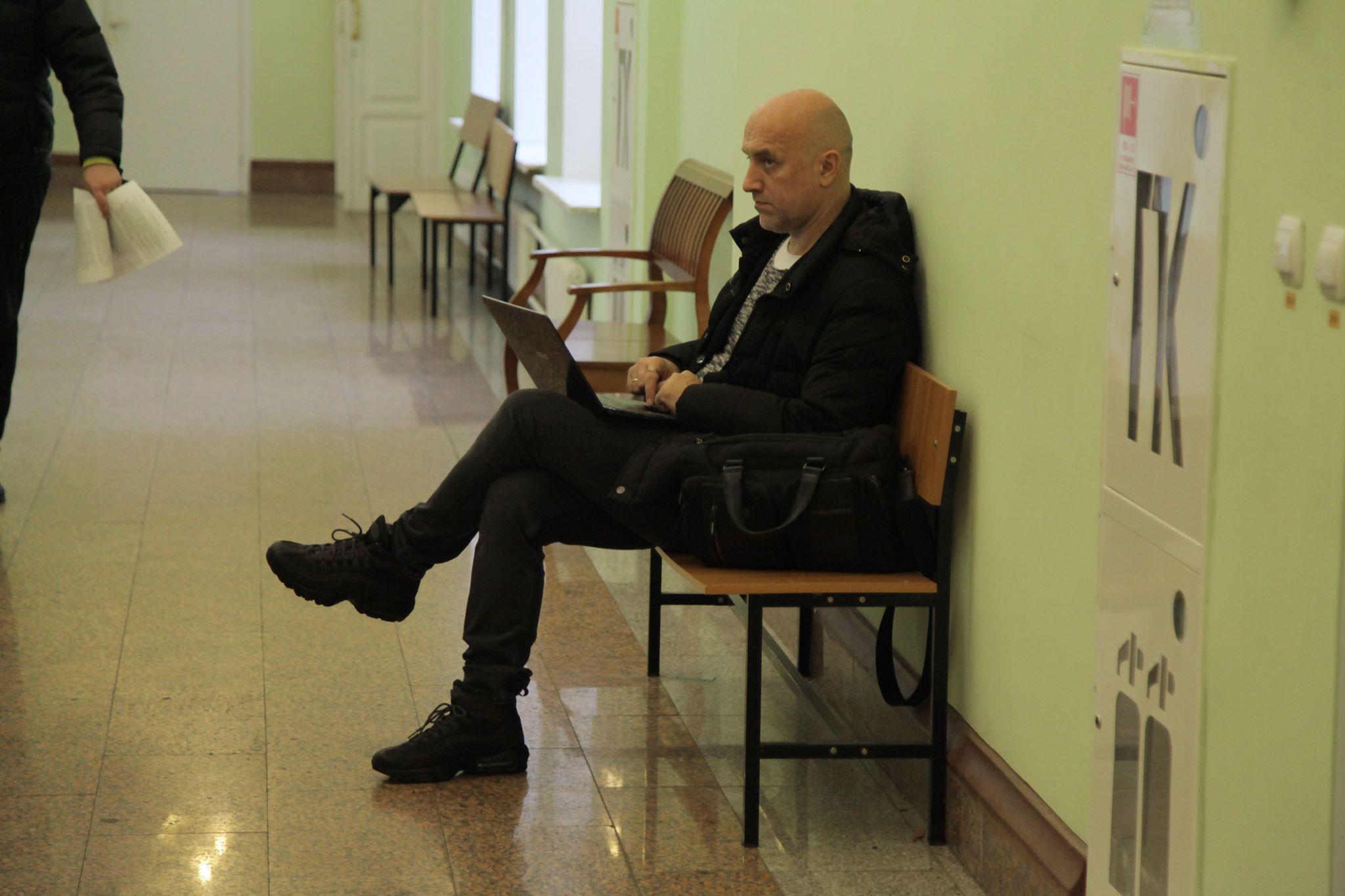 Прилепин полдня напрасно прождал в коридоре суда. Фото Андрея Абрамова